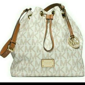 a43d6617d776ba Michael Kors Bags - Michael Kors Vanilla Bucket Bag